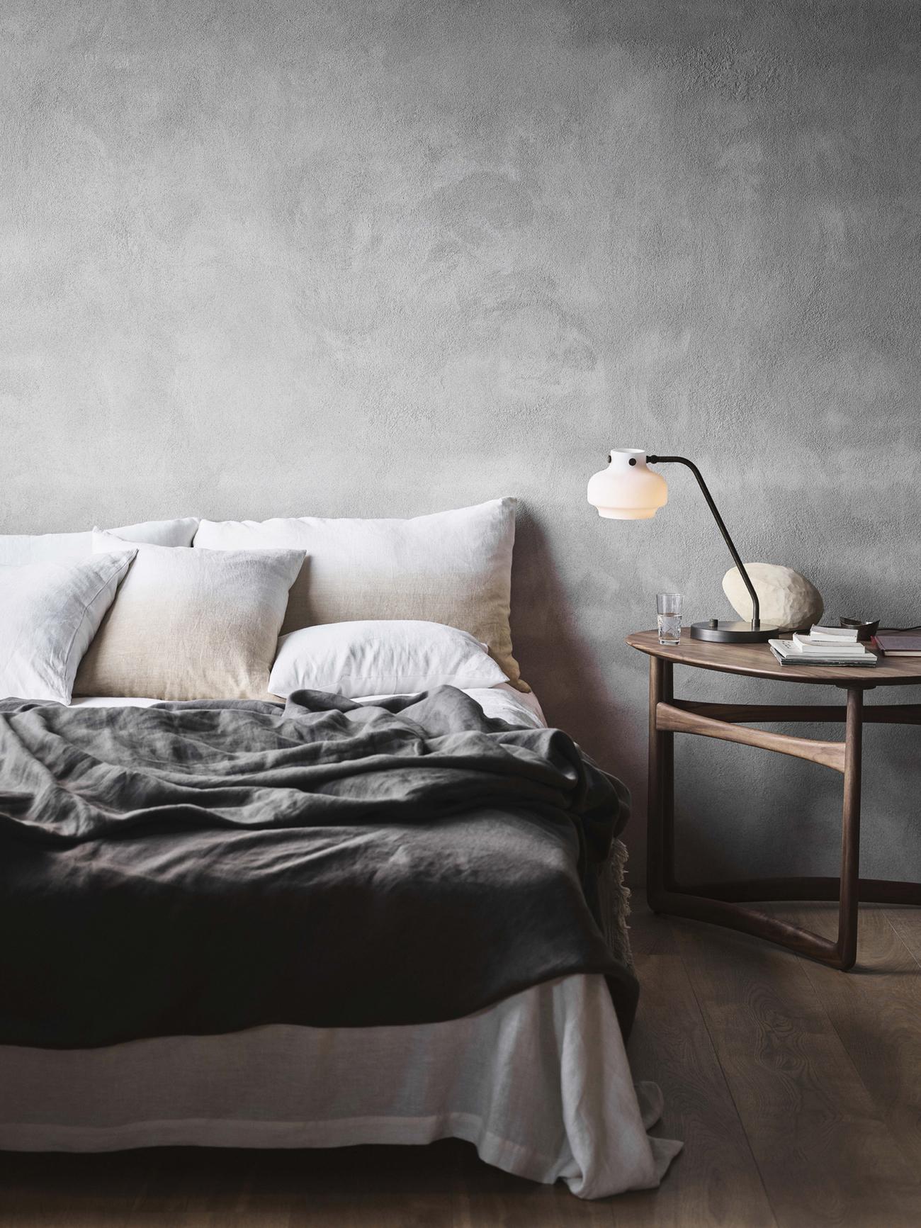 https://www.fundesign.nl/media/catalog/product/a/t/atd_lifestyle_2020_copenhagen_sc15_drop-leaf_hm5-tradition-collect-indigo-cushion-sc28-sc30-linen-cushion-sc27-sc28-bedspread-sc31-edit_web-1500x2000.jpg