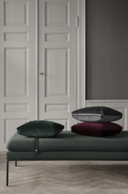 Ferm Living Turn Daybed bank Fiord zwarte band-591 Bordeaux