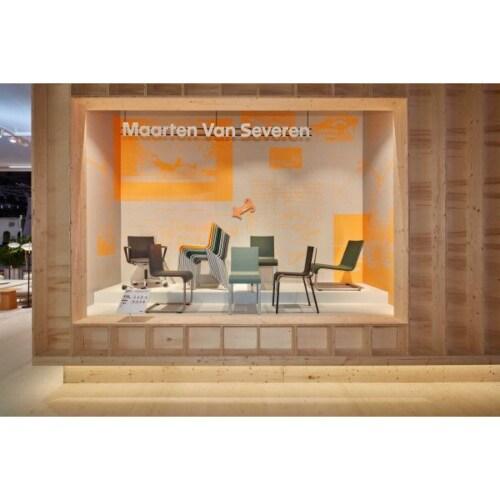 Vitra .03 stoel met poedercoating onderstel zwart niet stapelbaar-Mango