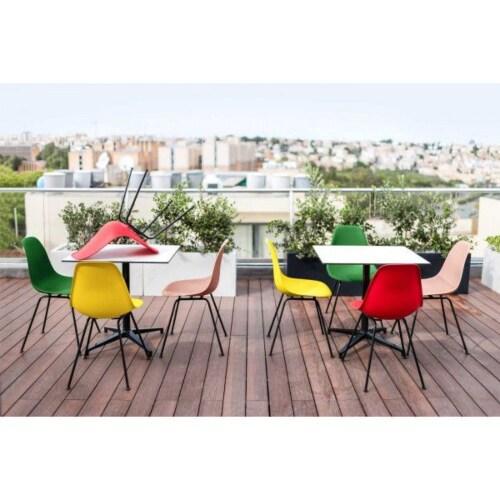 Vitra Eames DSW stoel met donker esdoorn onderstel-Poppy rood