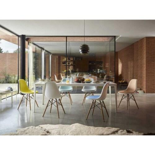 Vitra Eames DSW stoel met donker esdoorn onderstel-Pebble