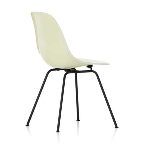 Vitra Eames DSX Fiberglass stoel met zwart onderstel-Parchment