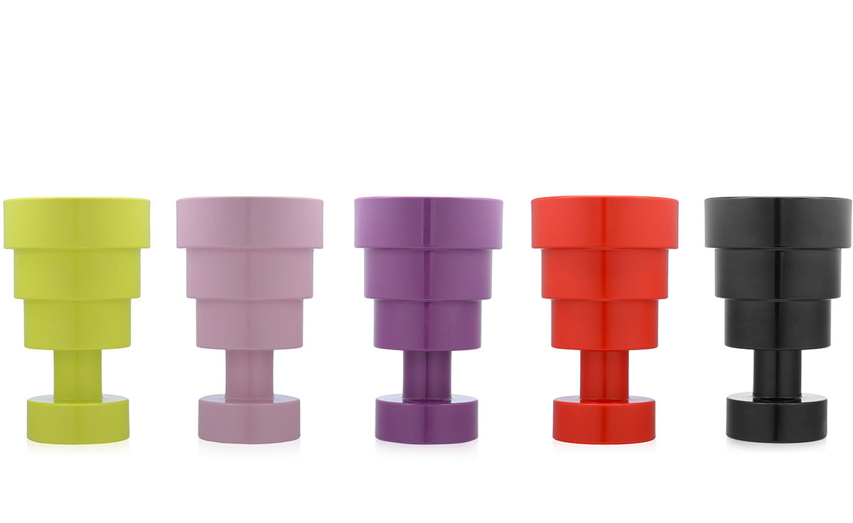 https://www.fundesign.nl/media/catalog/product/e/t/ettore-sottsass-calice-vase-kartell-4_3.jpg